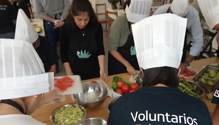voluntarios urda taller cocina refugiados